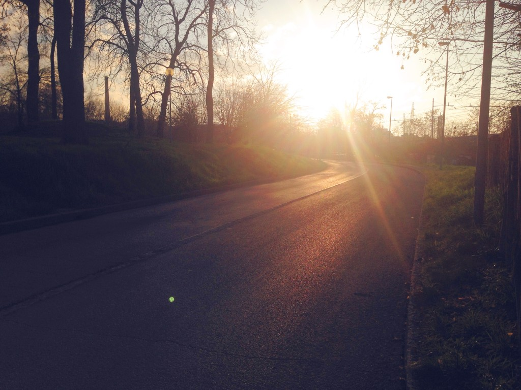 La strada di tutti i giorni, quella per tornare a casa, ma anche per andare a lavorare