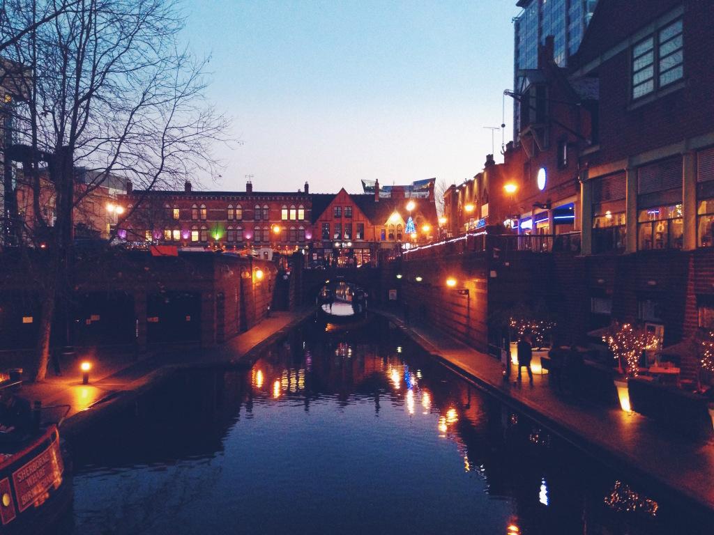 Le città sui canali sono bellissime, soprattutto di sera e a Natale