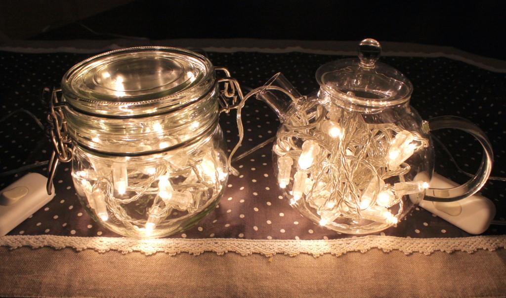 Lampade con le lucine nel barattolo di vetro