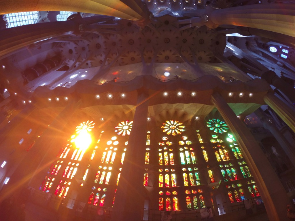 L'interno della Sagrada Familia - un weekend a Barcellona