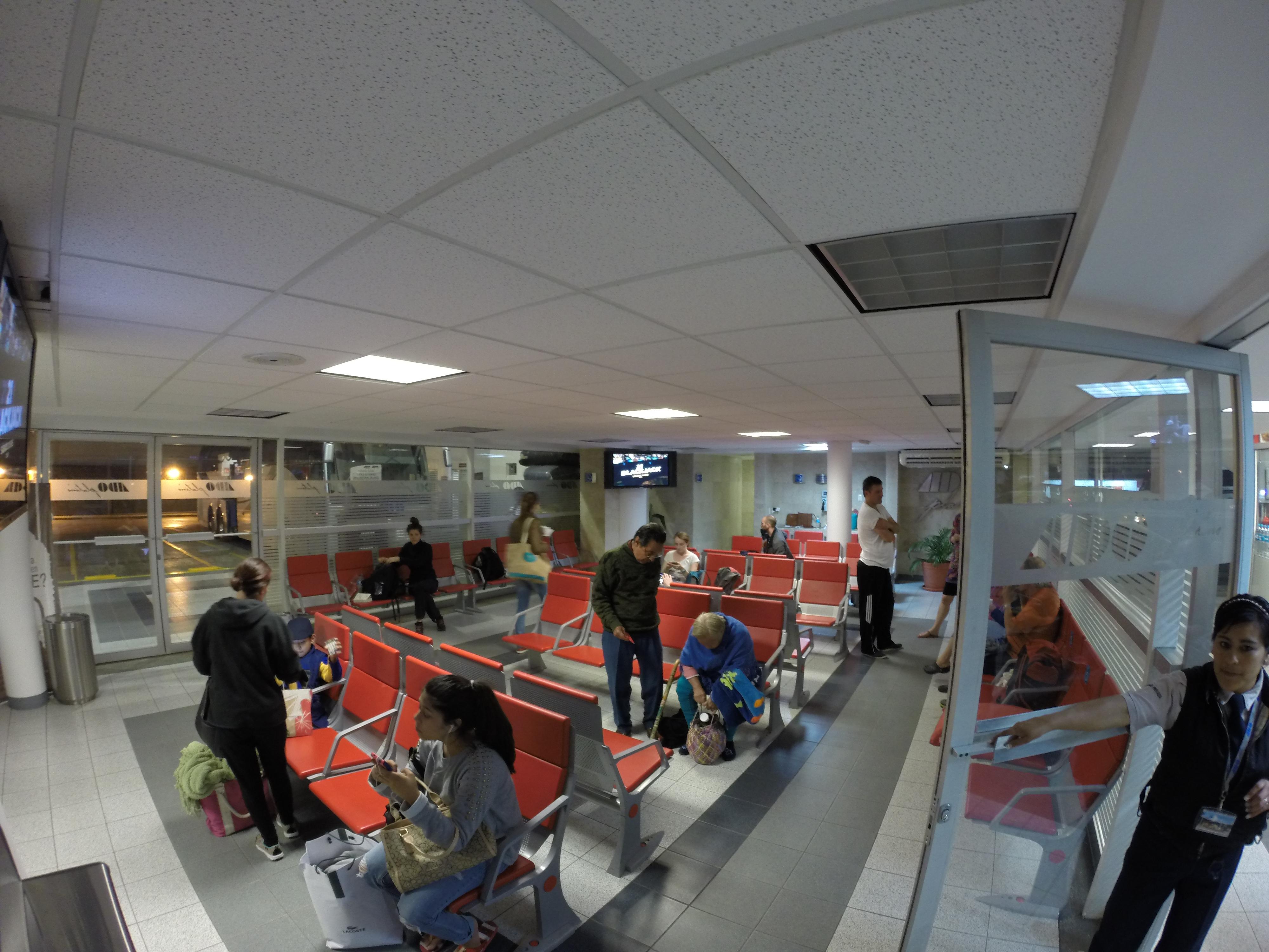 La sala d'aspetto riservata ai viaggiatori ADO Platinum