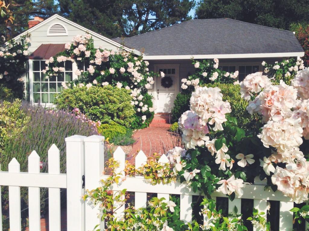 Casa-tipica-americana-con-la-staccionata-bianca