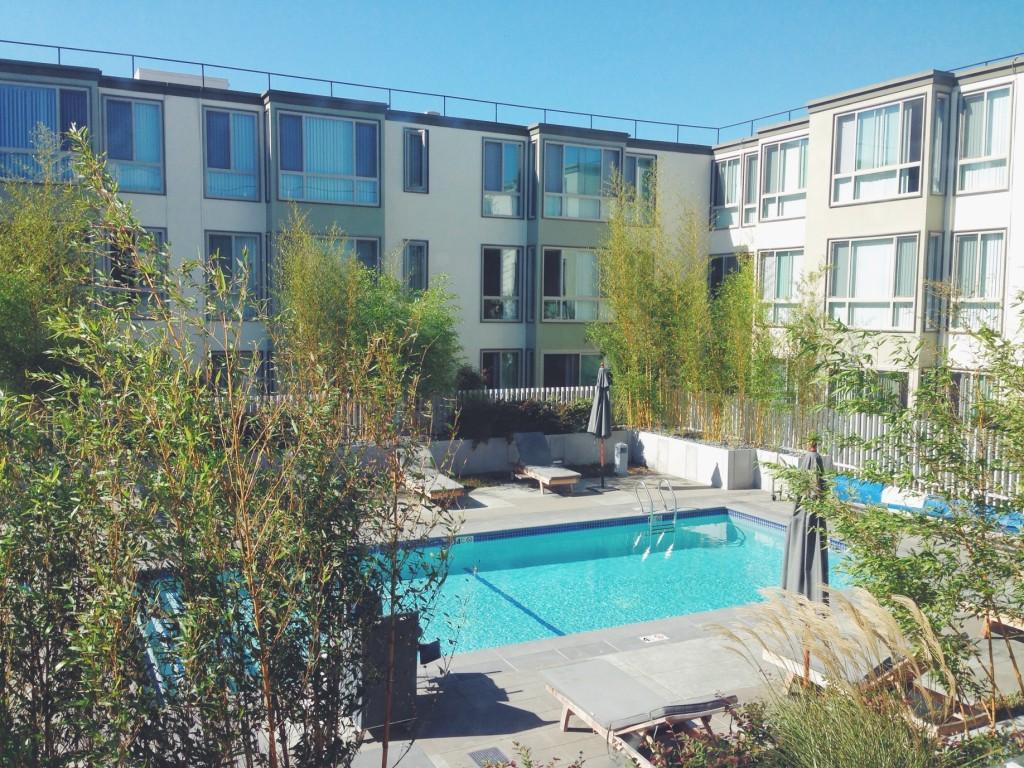 La piscina dell'appartamento
