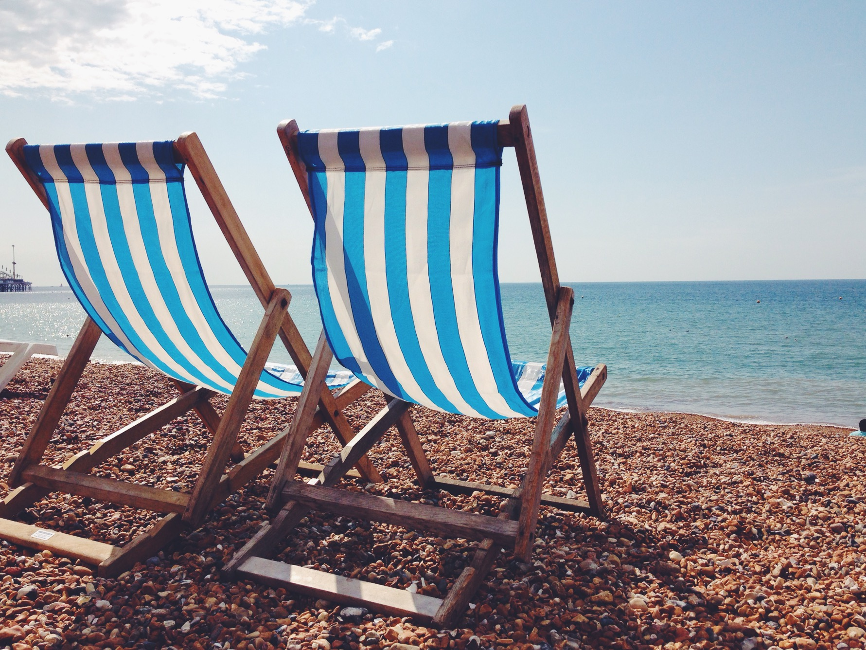 Vuoi andare a Brighton e non passare almeno un'oretta rilassato sulle sdraio a righe bianche e azzurre?