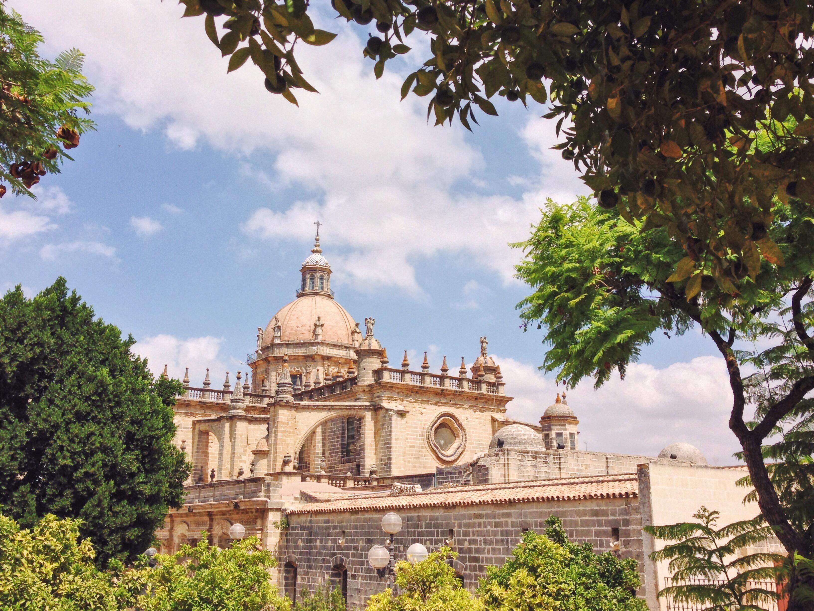 Come una torta per un matrimonio bellissimo la cattedrale spunta da ogni angolino di Jerez