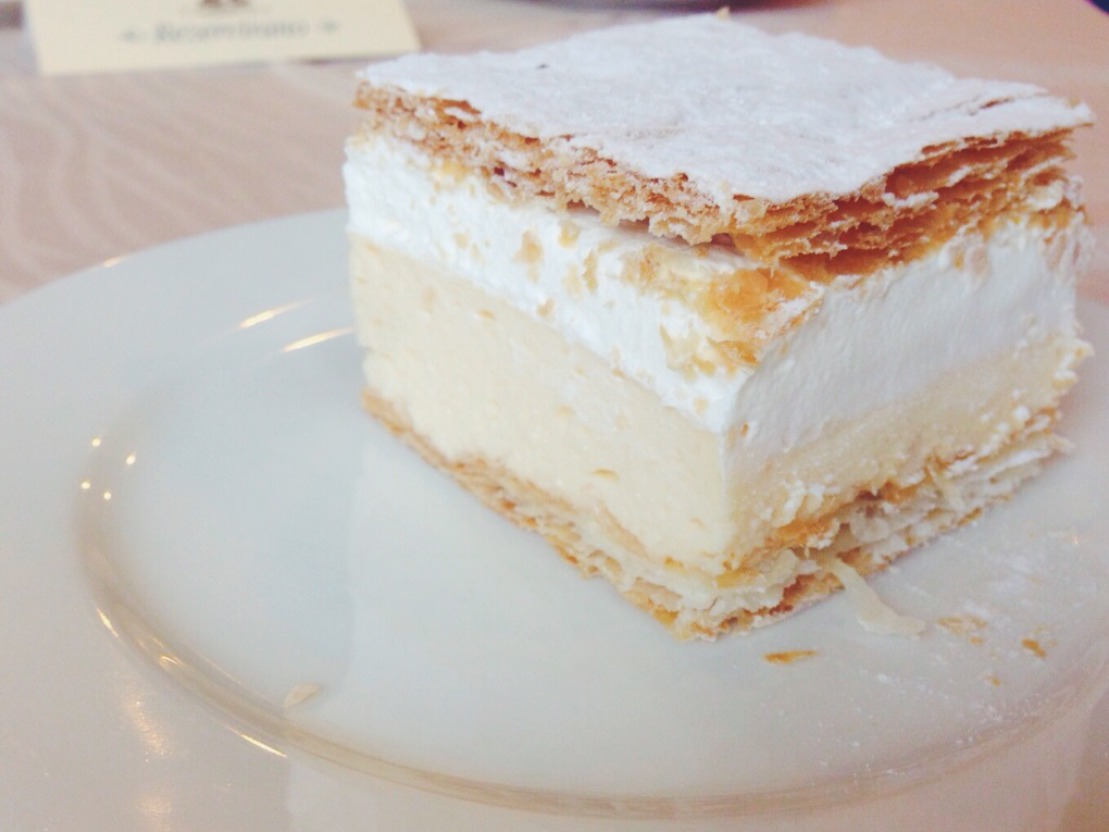 torta millefoglie tipica chiamata Kremšnita.JPG