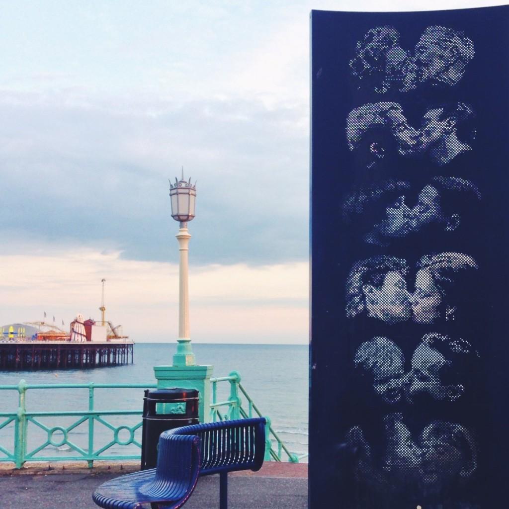 Il Kiss Wall sul lungomare di Brighton