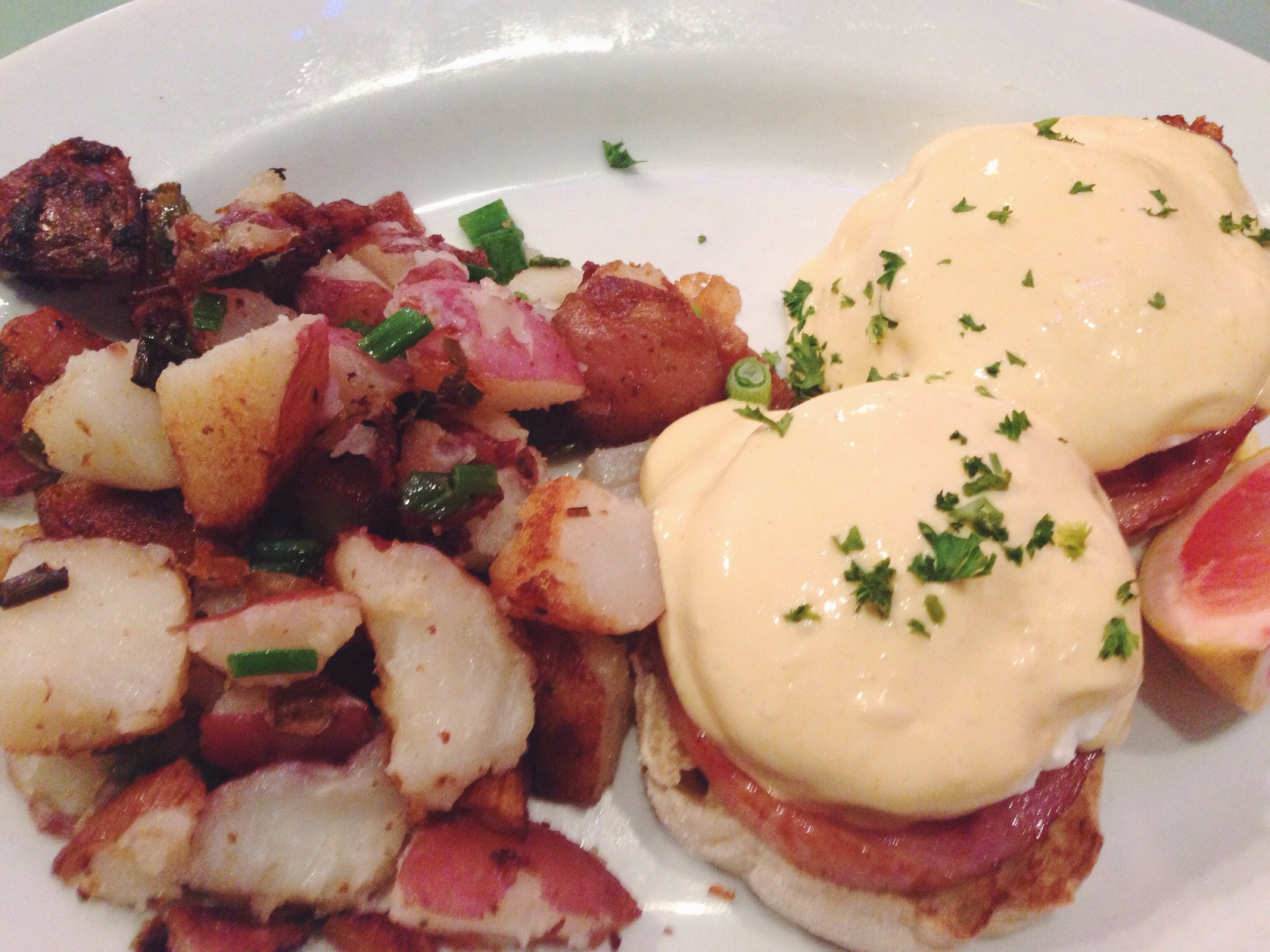 Eggs Benedict at Mo's grill