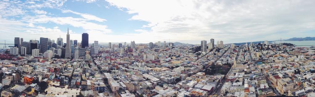 La vista panoramica di San Francisco dalla cima della Coit Tower