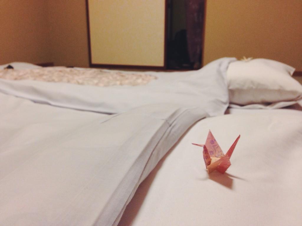Origami sul cuscino al ryokan di Nikko