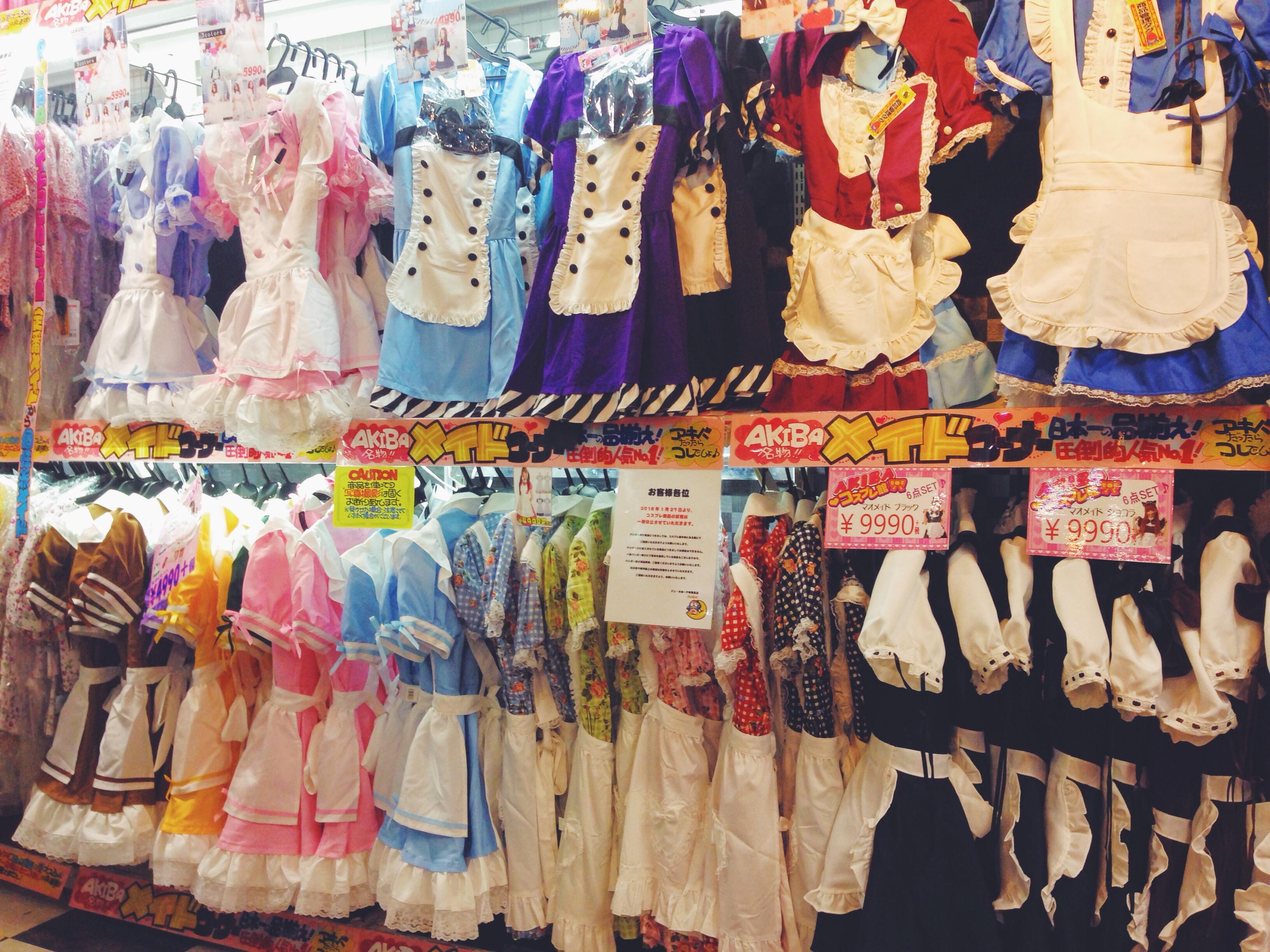 Vestitini da maid-cameriera ad Akihabara in Giappone, Tokyo