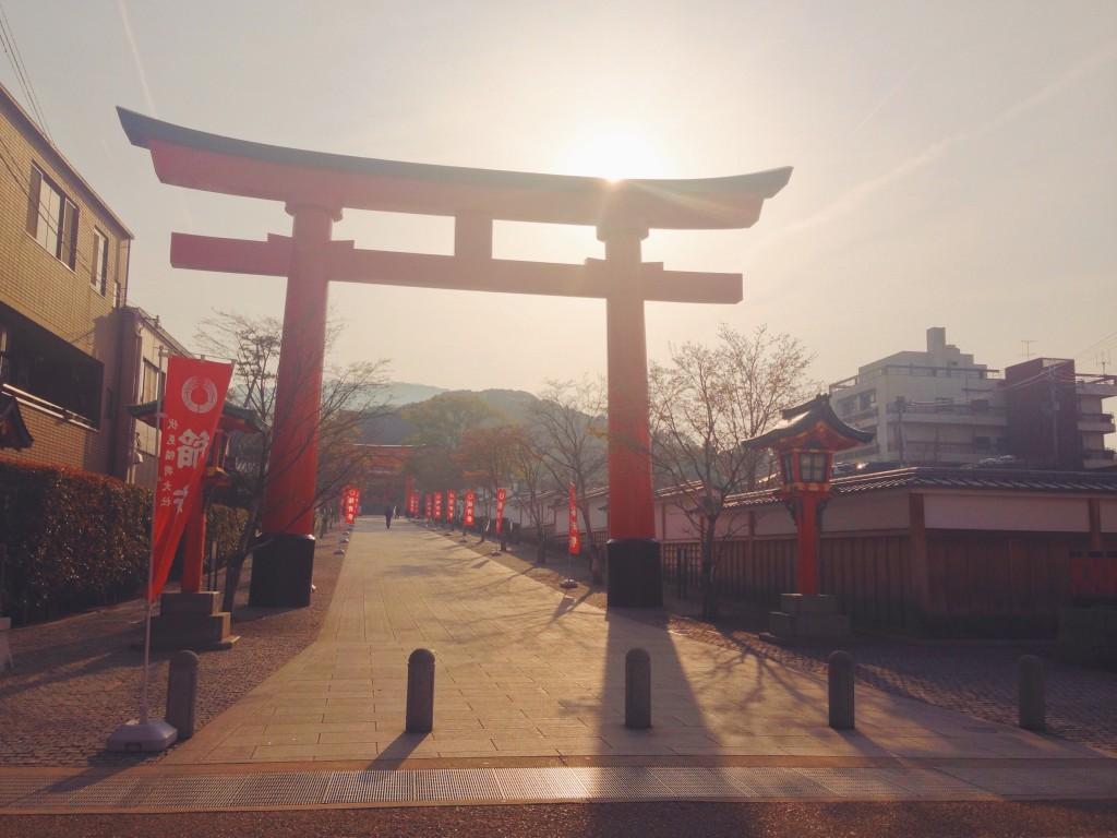 Santuario di Fushimi Inari-taisha all'alba