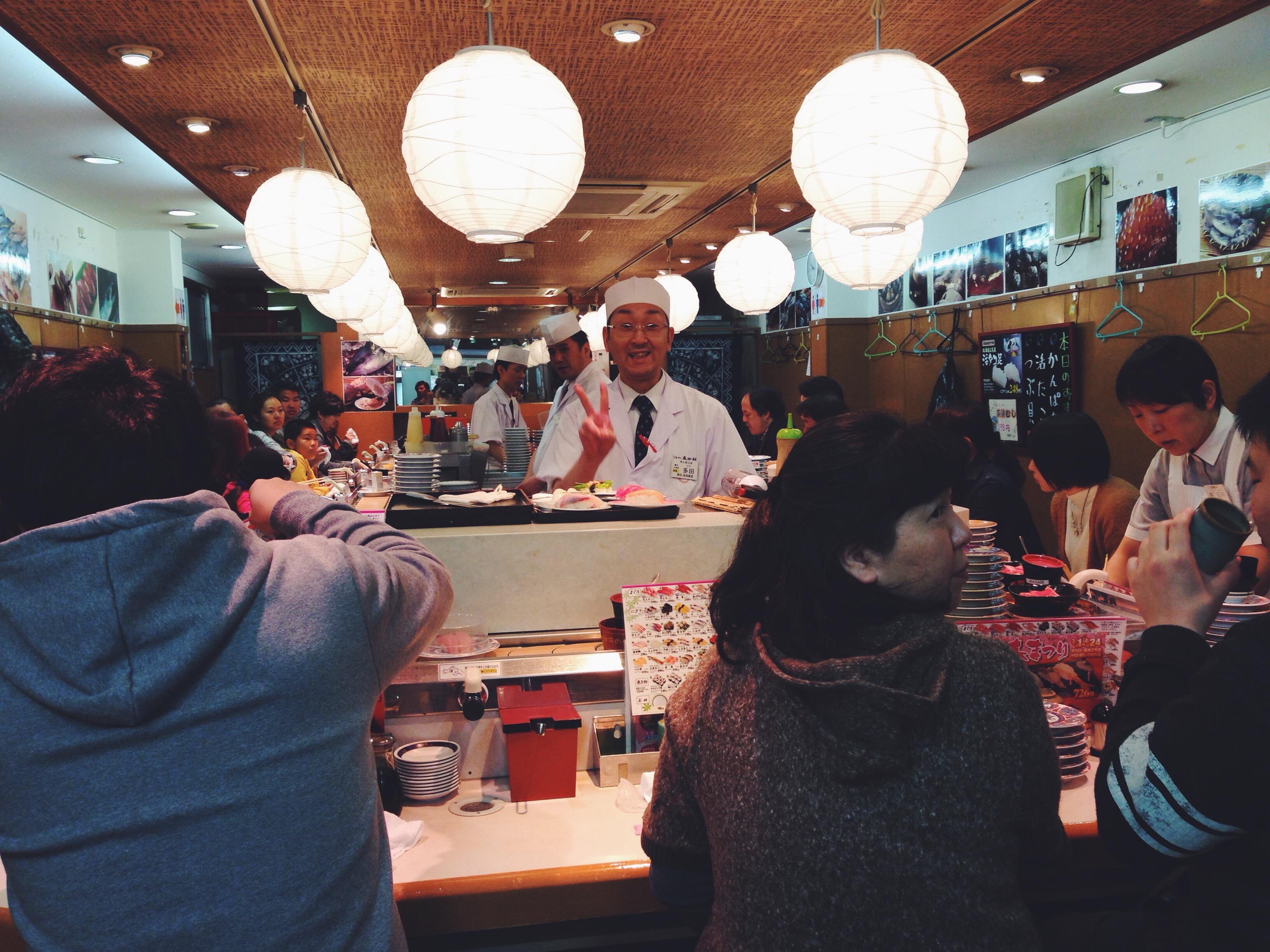 Sushi per colazione al mercato del pesce Tsukiji