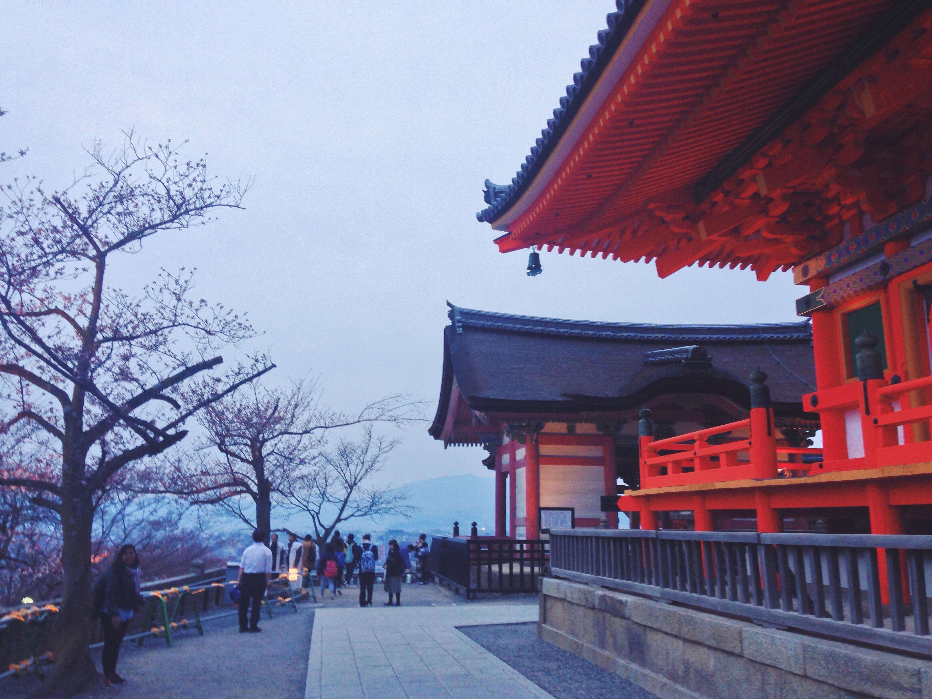 Lo splendore del Tempio Kiyomizu-dera quando cala la sera