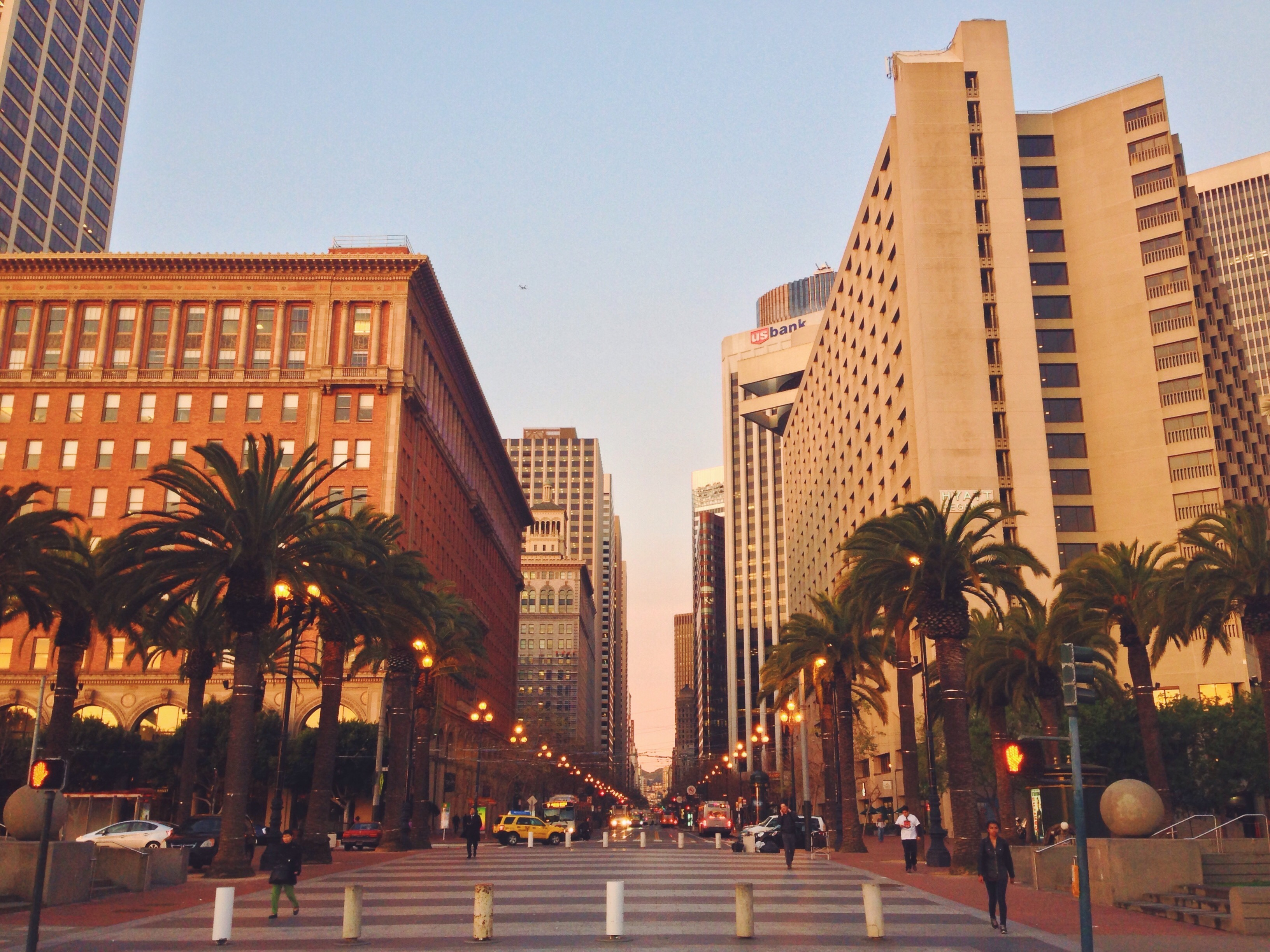 Il Financial District di San Francisco all'alba