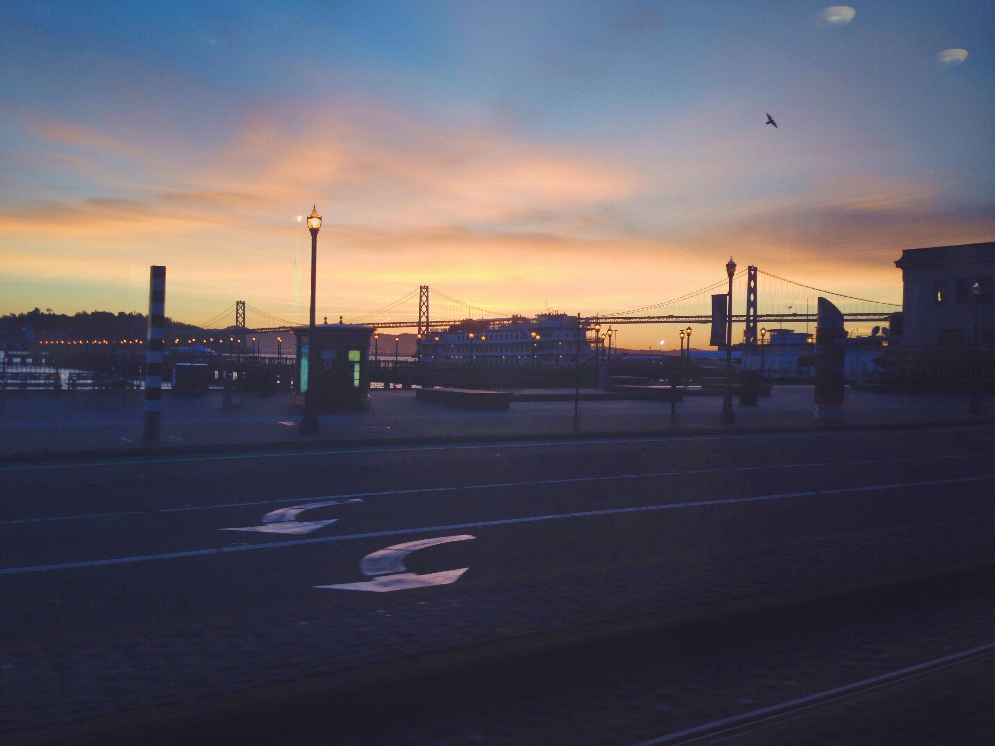 L'alba al Bay Bridge di San Francisco