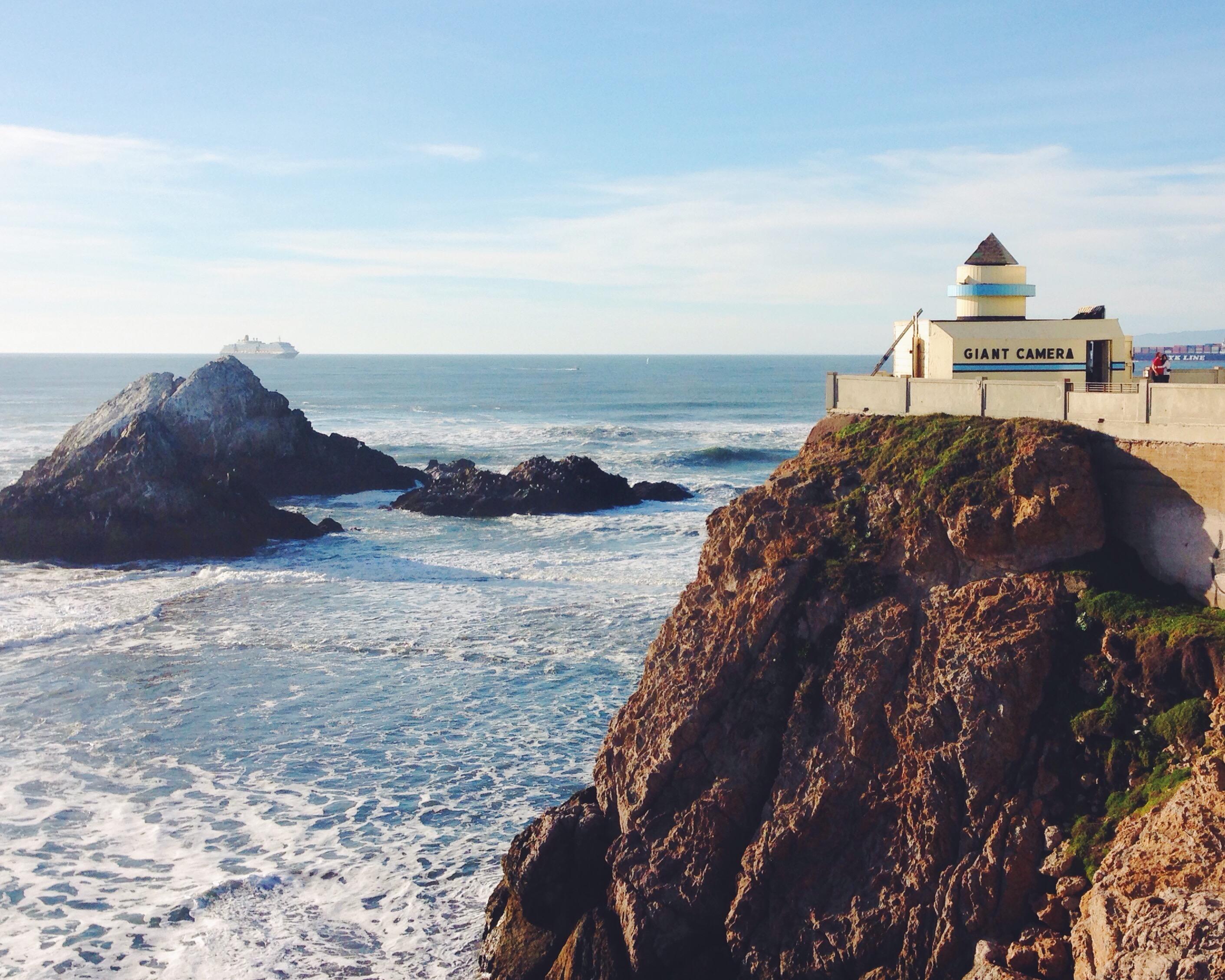 Camera oscura di San Francisco a forma di macchina fotografica a Ocean Beach