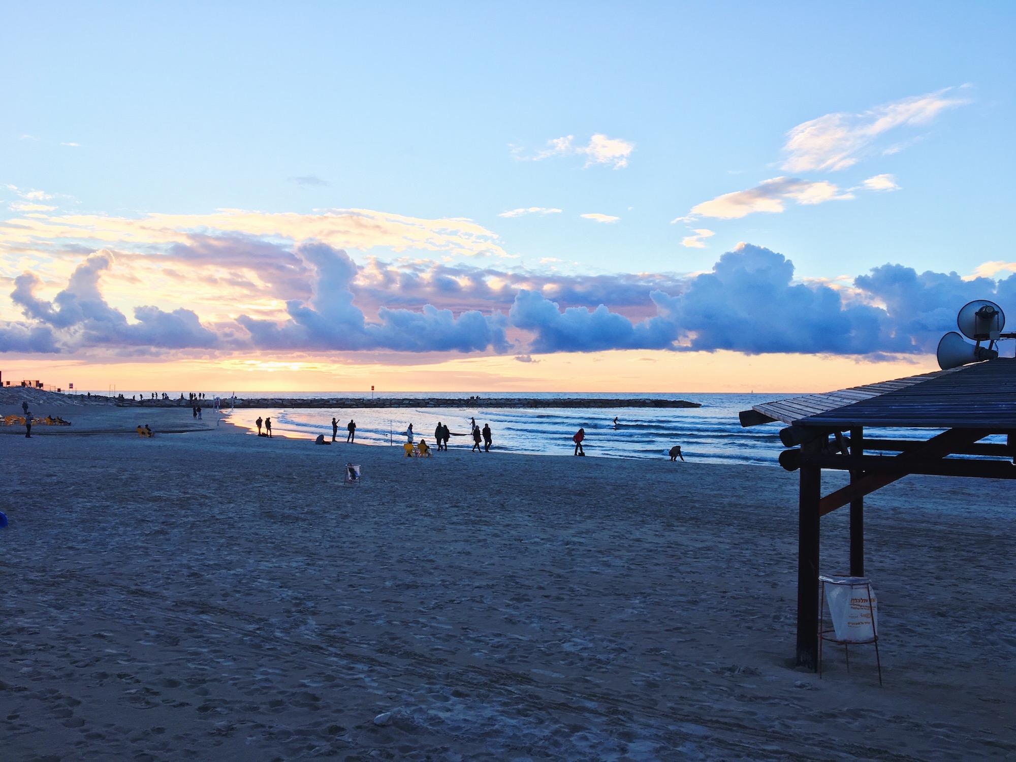 La spiaggia e il lungomare di Tel Aviv al tramonto- Israele