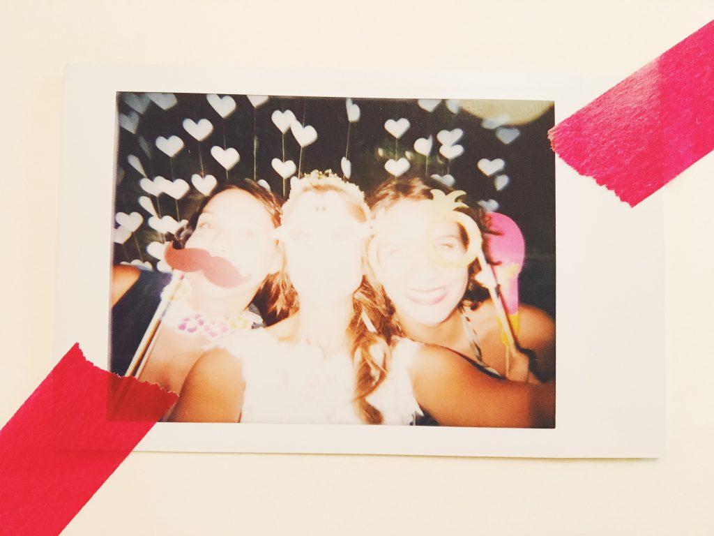 Noi, dal mio album di matrimonio fatto di Polaroid sparaflashate