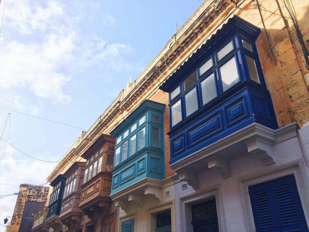 I balconi chiusi di Malta nlle strade de La Valletta