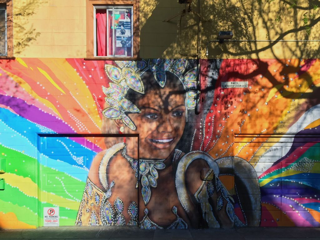 I murales di Mission a San Francisco - Dancer in the rainbow
