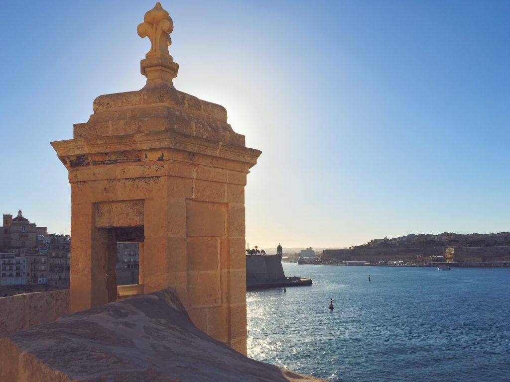 La vista di Valletta da Vittoriosa