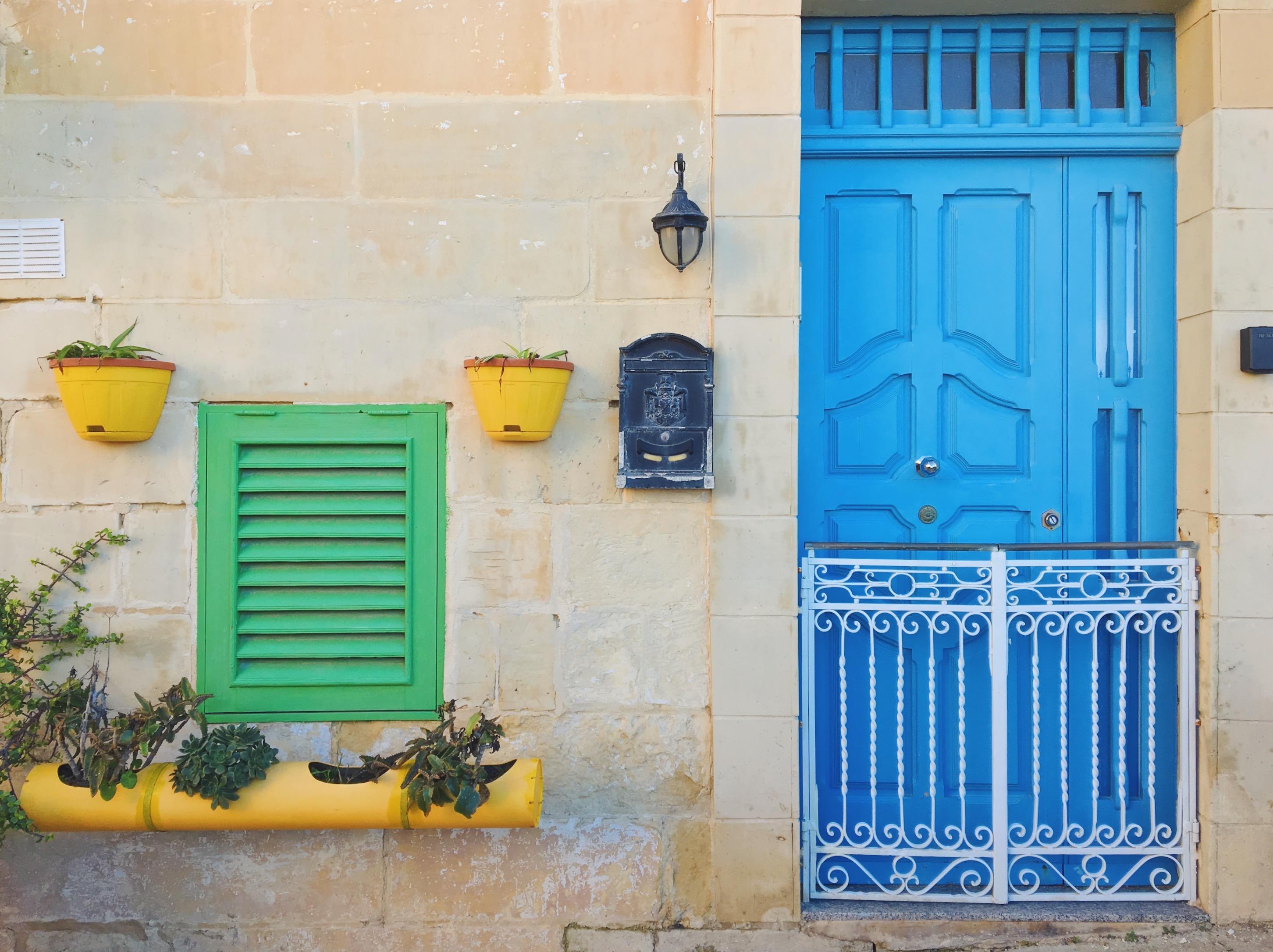 L'azzurro delle porte colorate di Malta - i vicoli di Vittoriosa