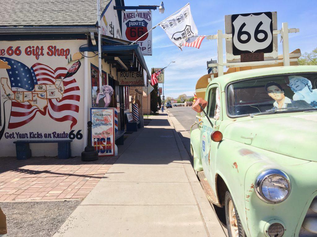 La Route 66 americana in auto