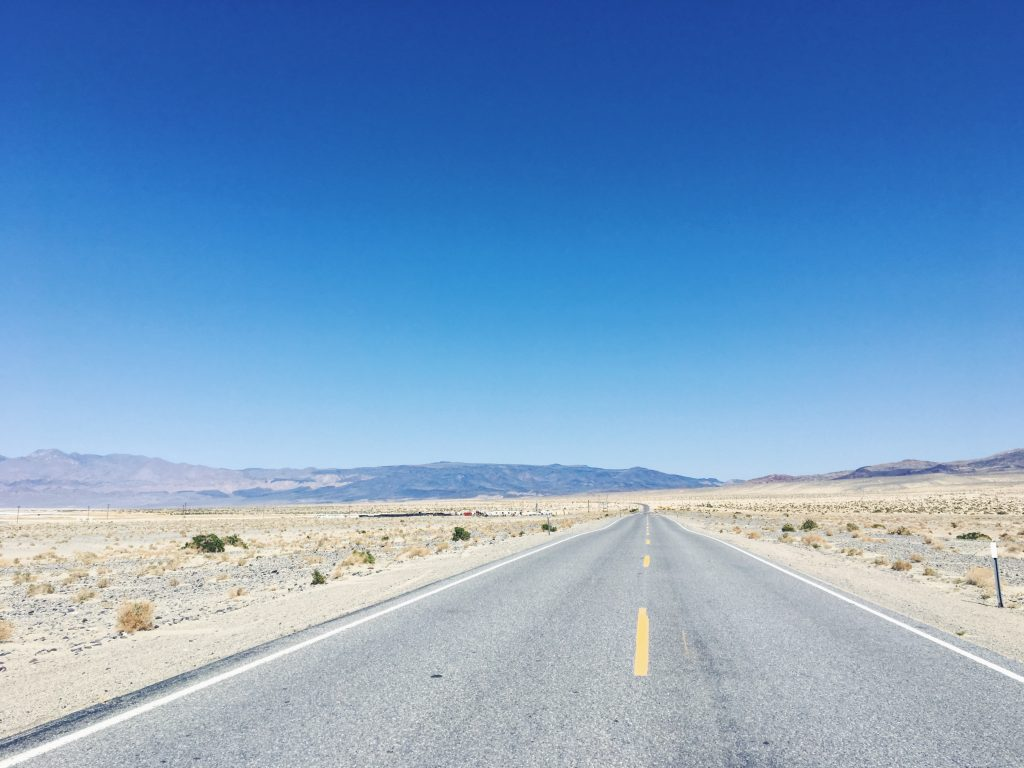 Le strade deserte della Death Valley