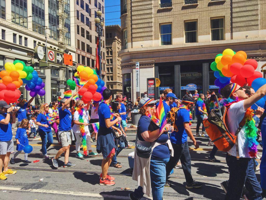Colori arcobaleno- L'evento migliore di San Francisco - la LGBTQ Pride Parade