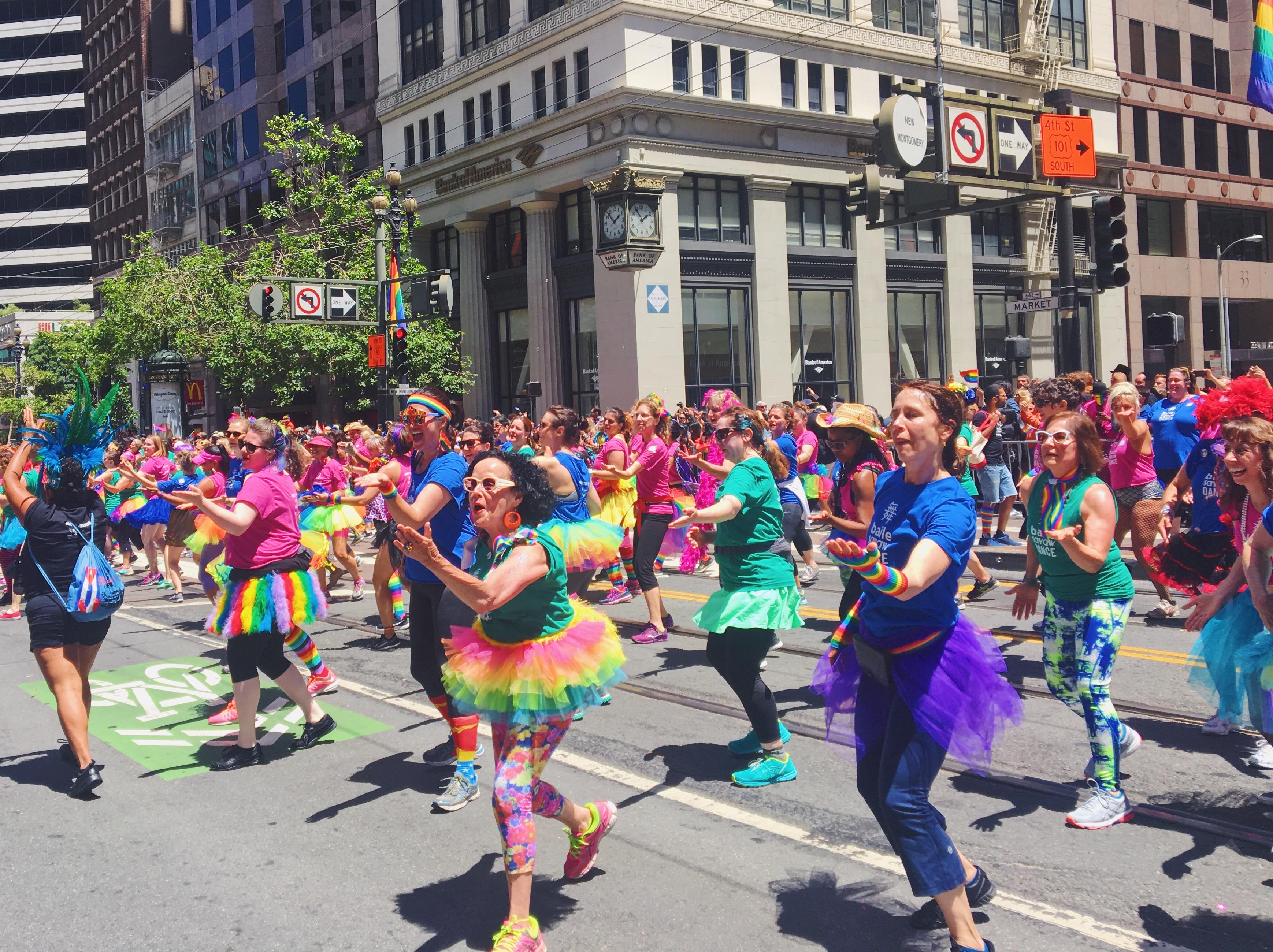 Coreografia di colori arcobaleno - L'evento migliore di San Francisco - la LGBTQ Pride Parade
