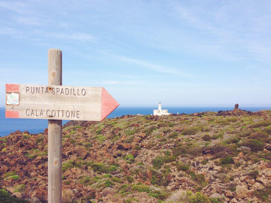 Il Faro di Punta Spadillo - Cosa vedere (e cosa assaggiare) in una settimana a Pantelleria