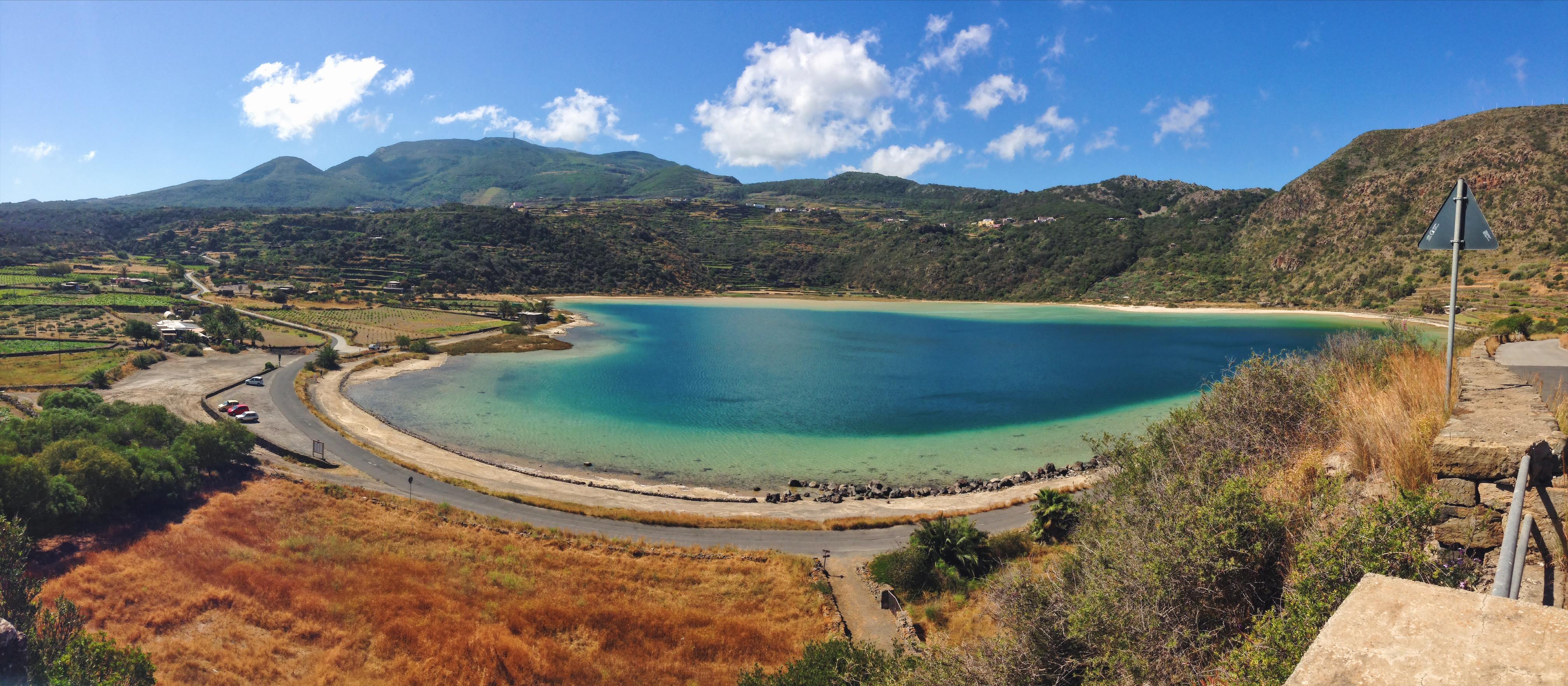 Lo Specchio di Venere e le sue acque verdazzurre opalescenti - Cosa vedere (e cosa assaggiare) in una settimana a Pantelleria