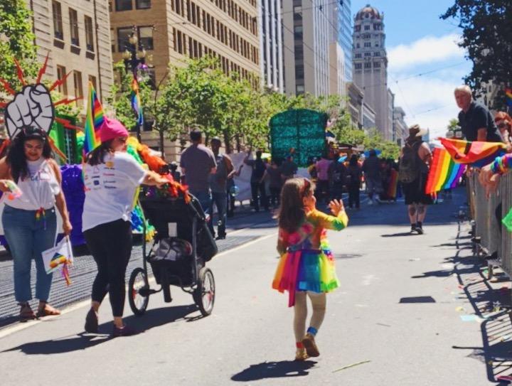 Una mini bimba - L'evento migliore di San Francisco - la LGBTQ Pride Parade