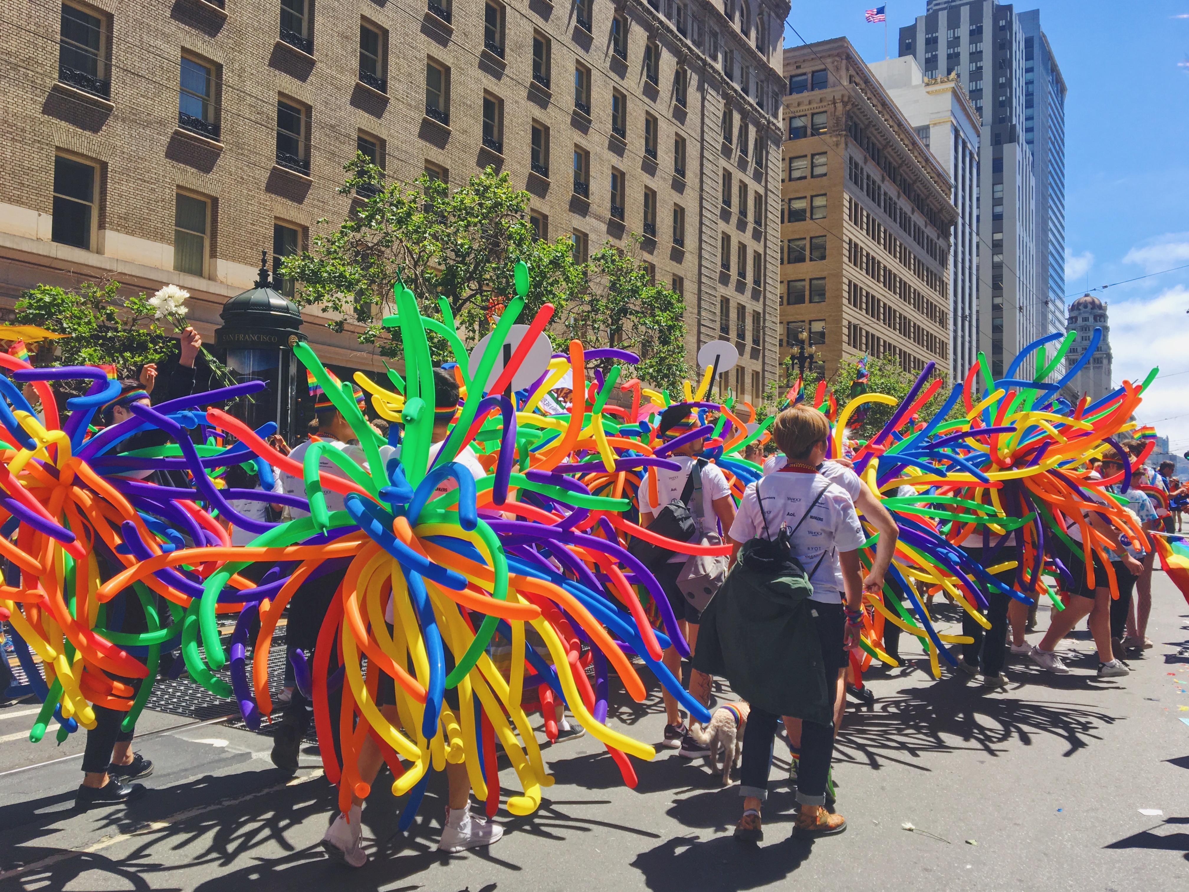 Una parata arcobaleno - L'evento migliore di San Francisco - la LGBTQ Pride Parade