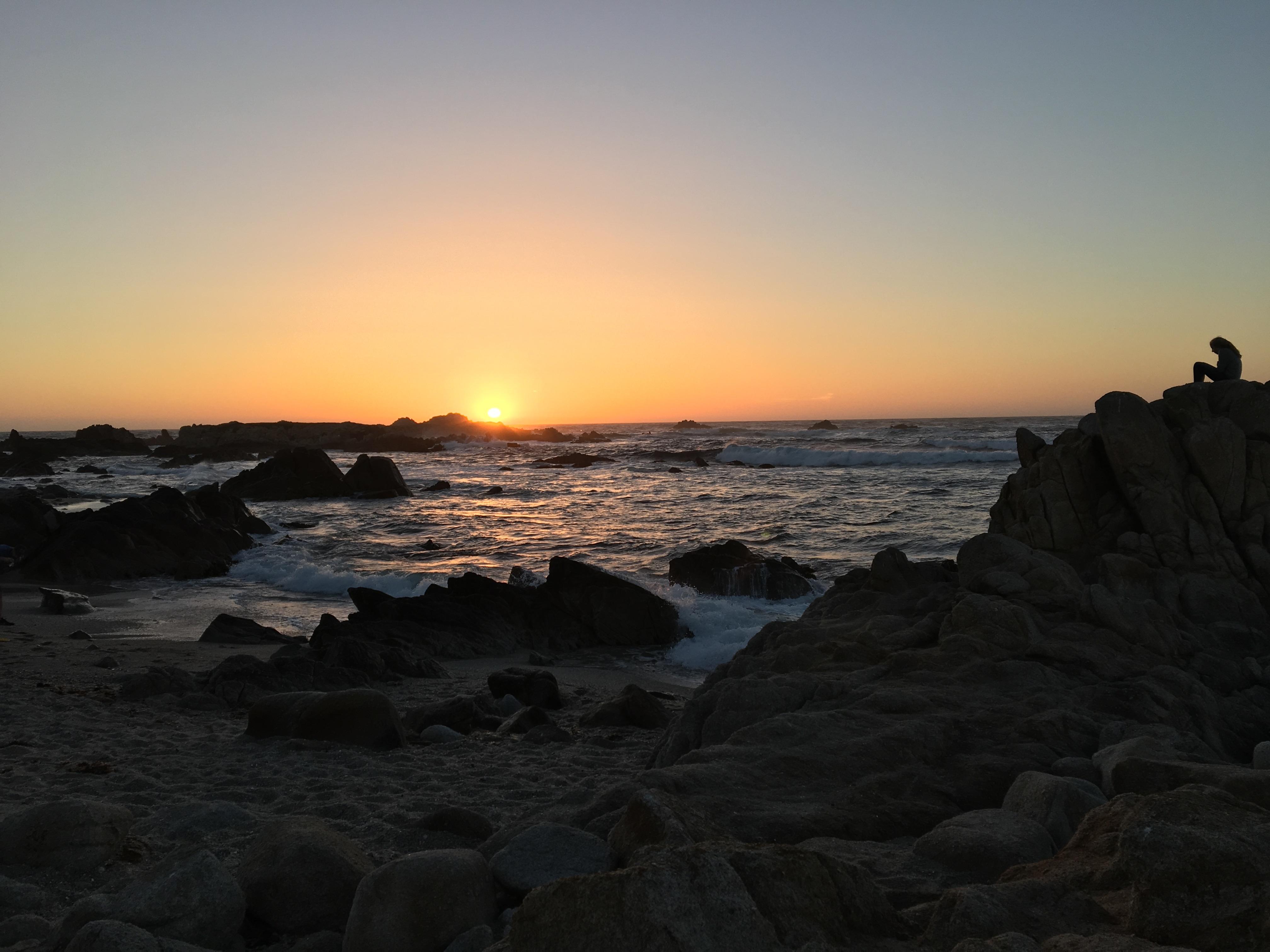 Tramonto sull'oceano pacifico a Mendocino