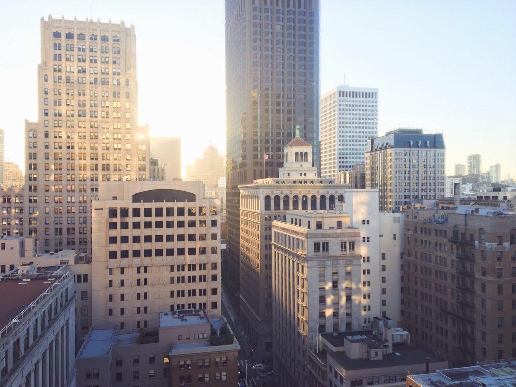 Il tramonto tra i grattacieli di San Francisco